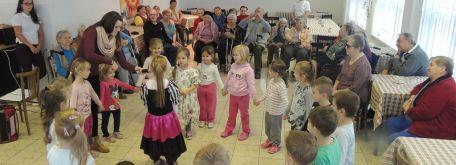 Návšteva detí z mš pri príležitosti mesiaca úcty k starším - m_DSCN7380