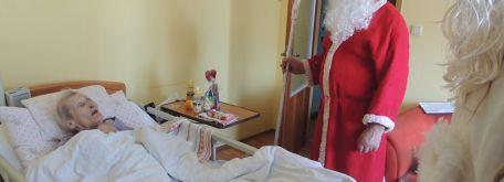 Návšteva sv. mikuláša s pomocníkmi v zariadení 2016 - m_DSCN7634